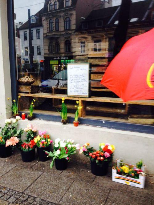 Genusshaus Bremen, Schaufenster mit Blumen